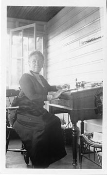 Cornelia_Maria_Clapp_(1849-1934),_sitting_at_desk.jpg
